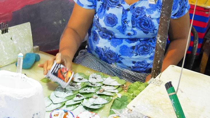 【ミャンマー】噛みタバコのような人気の嗜好品「キンマ(蒟醤)」!ヤンゴンの道端で見かける血を吐いているような男性や血痕?