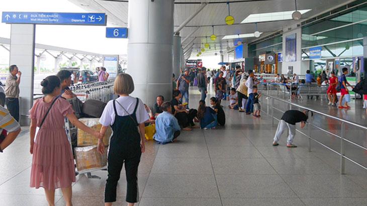 【ベトナム】タンソンニャット国際空港で安いSIMを買いぼったくりタクシーをかわしてホーチミン市内中心部へ移動する