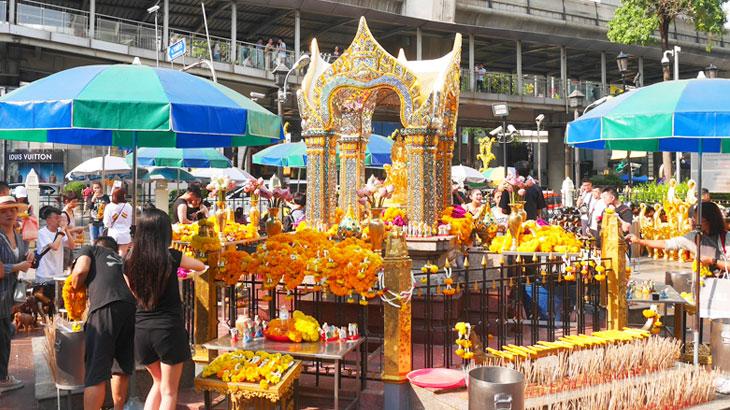 【タイ】バンコク最強のパワースポットといわれる「エラワン廟」で何でも願い事が叶う?