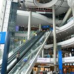 【タイ】バンコク規制緩和第2フェイズでショッピングモールが営業再開!久しぶりの買い物を楽しむ来店客